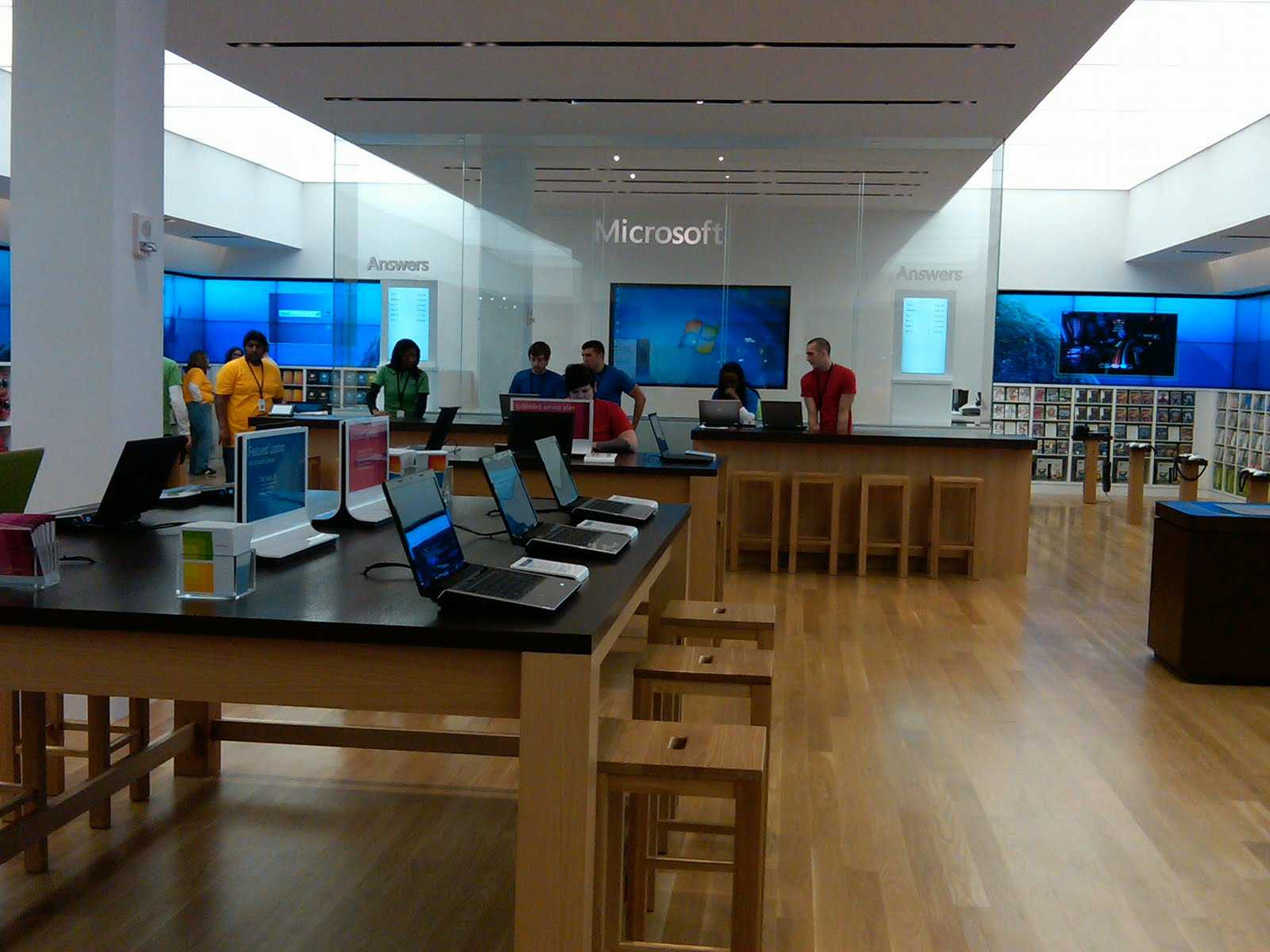 Microsoft annuncia i piani per il 2013, in arrivo sei nuovi punti vendita