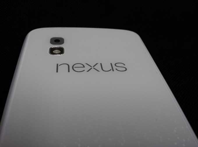 LG Nexus 4 si mostra in foto completamente bianco!