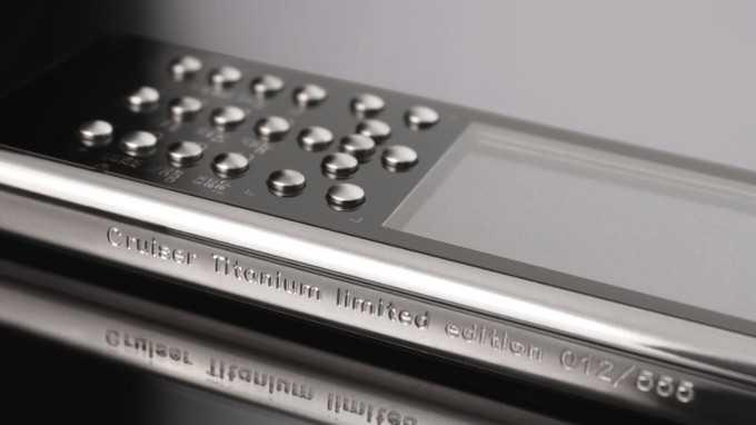Gresso presenta la nuova linea di telefoni di lusso al Titanio