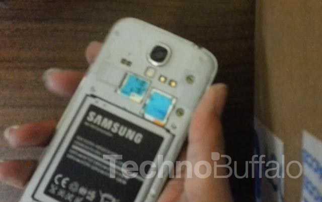Samsung-Galaxy-S4-Teardown-Close-up-001
