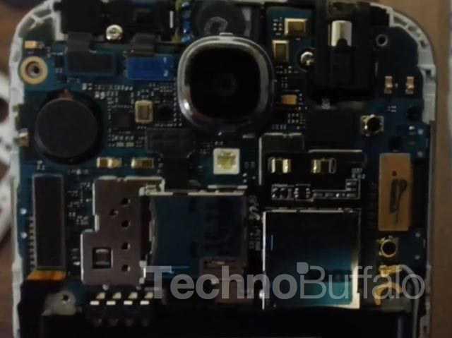 Samsung-Galaxy-S4-Teardown-Close-up-006