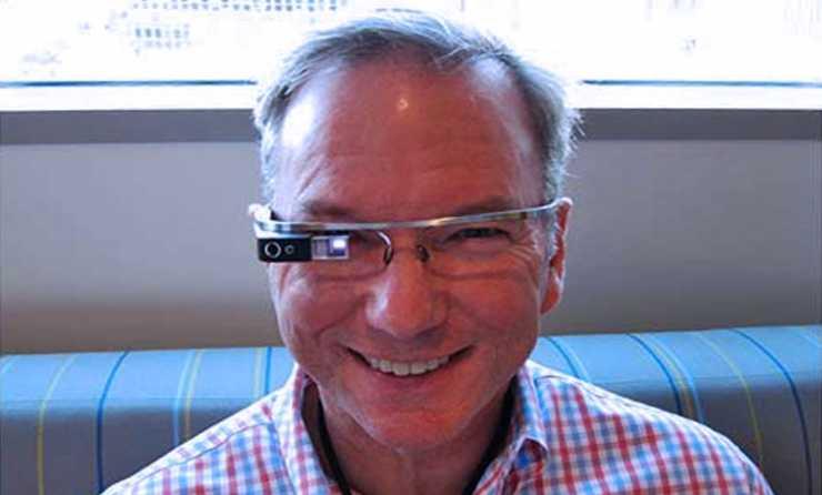 I Google Glass potrebbero arrivare tra un anno. Lo conferma Eric Schmidt