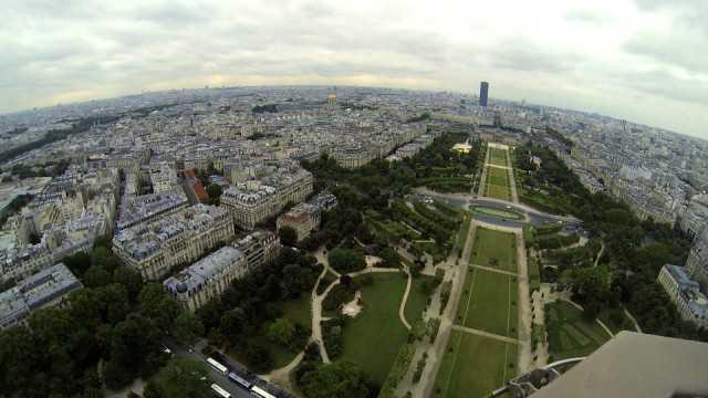 Google Maps Street View ci porta fino alla cima della Torre Eiffel