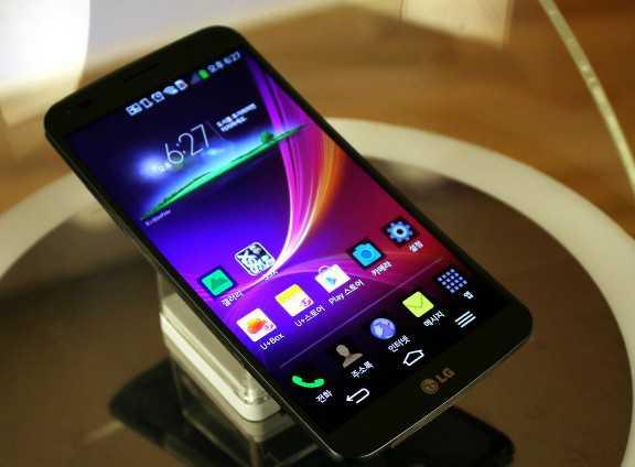 LG G Flex: dettagli sul lancio e features dello smartphone curvo