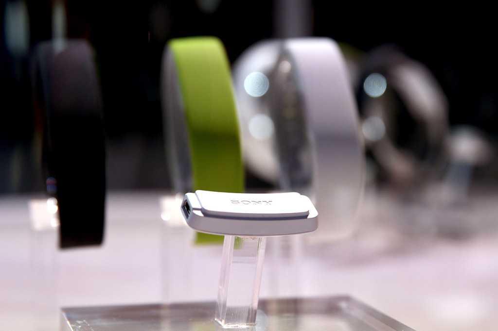 Sony presenta Core ed il bracciale SmartBand