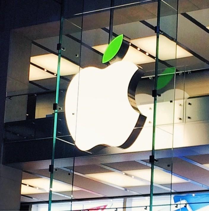 Earth Day: il logo Apple per le strade, diventa verde!