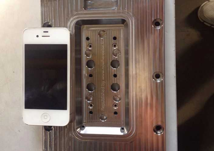 iPhone 6 4.7″: ecco lo stampo che ne consolida la reale esistenza!