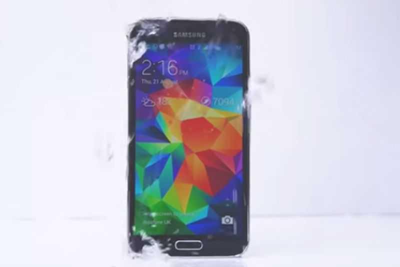 Arriva l'Ice Bucket Challenge per Galaxy S5 che rilancia la sfida!