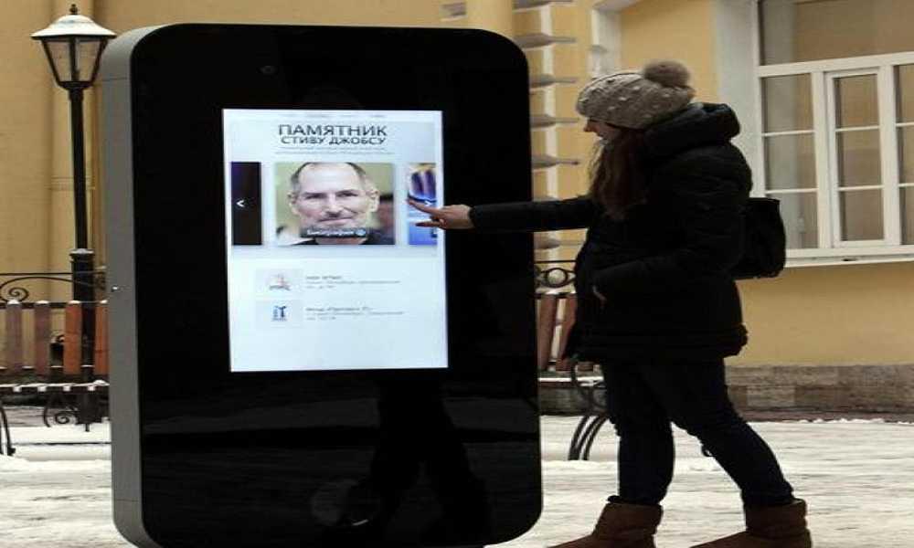 Russia: dopo il coming out di Tim Cook eliminato il monumento a Jobs