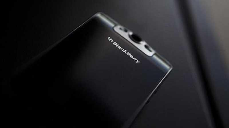 BlackBerry Gladiator, ecco un nuovo top di gamma con tastiera rimovibile