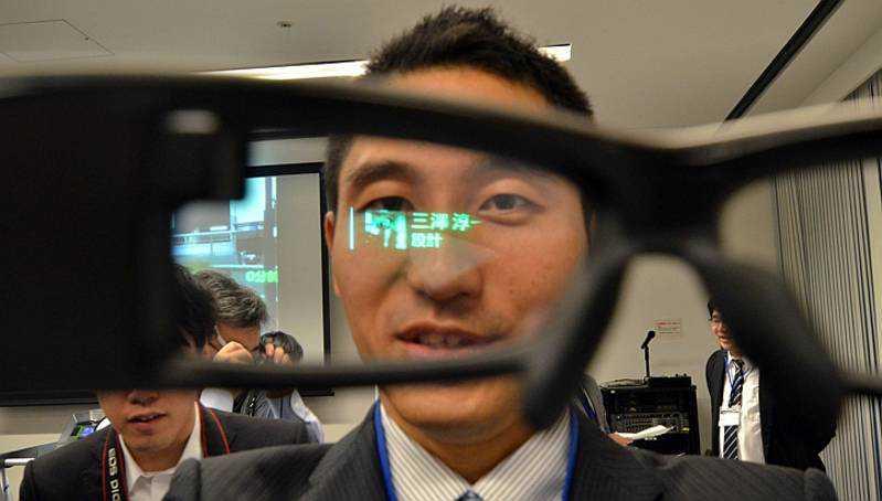 Sony SmartEyeglass dal 10 Marzo in Italia a 670€