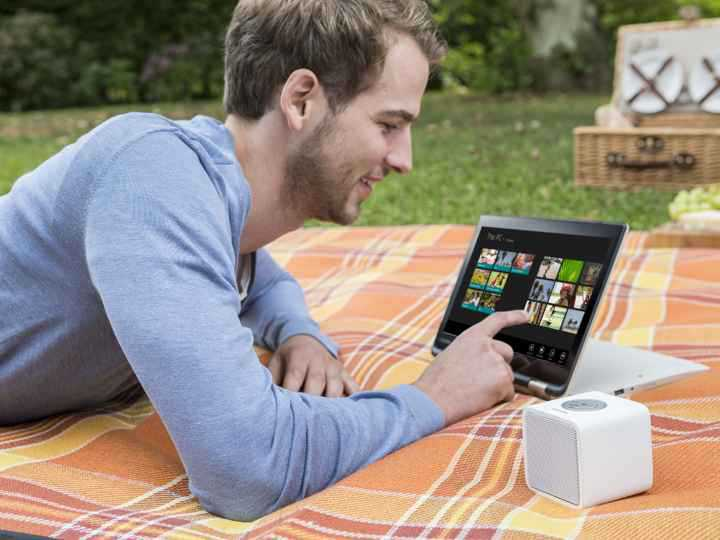 Toshiba_Satellite Radius_and_Bluetooth_Speaker_TYSP52_Lifestyle