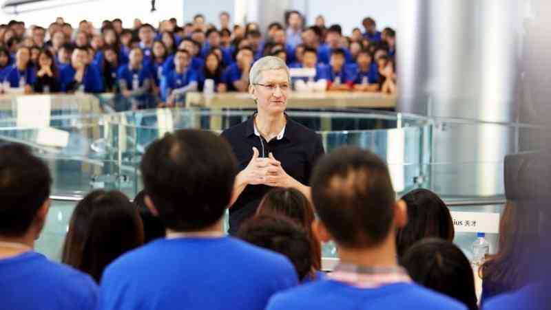 Cenare con Tim Cook, CEO Apple, costa più di 165 mila dollari