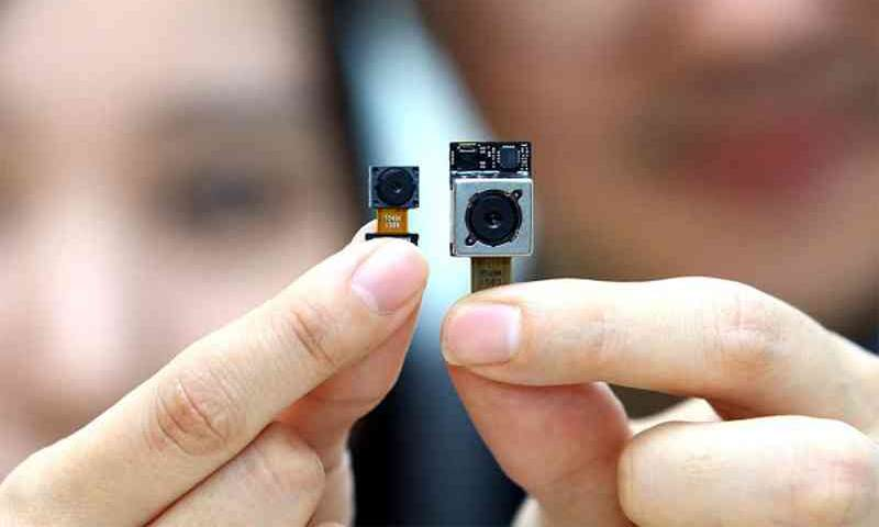 LG G4 ufficiale, fotocamera posteriore da 16 mpx f/1.8 e 8 mpx anteriore