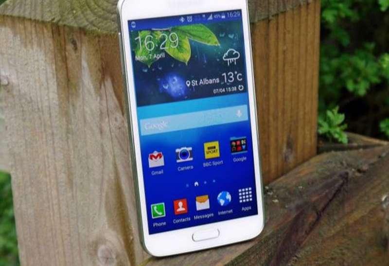 Galaxy S5 da record: perso e ritrovato all'aperto dopo 7 mesi, ha resistito al rigido inverno coreano