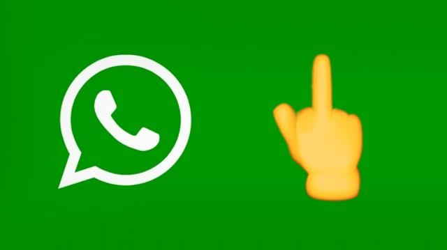 "WhatsApp per Windows Phone, ""finalmente"" arriva l'emoji con dito medio"