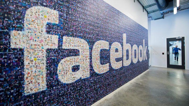 Limiti di età per Facebook, la reazione degli under 16: «Ci può stare, ma non toccateci WhatsApp»