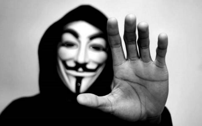 Anonymous attacca, Matteo Salvini risponde