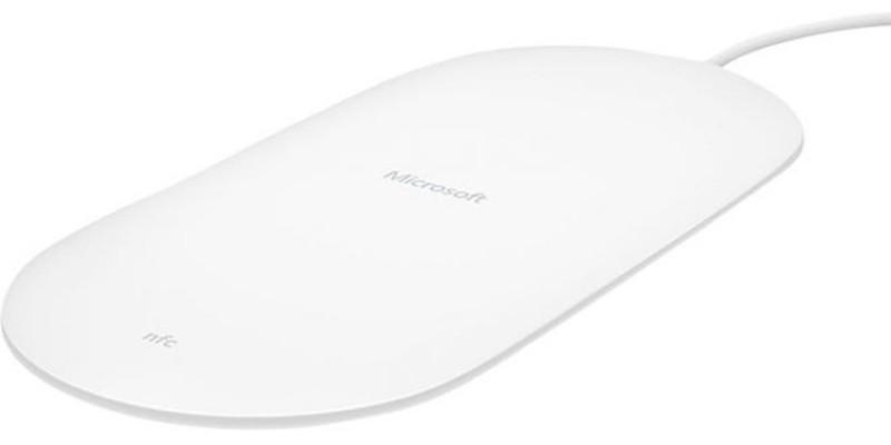 Microsoft rende disponibile in Italia la nuova base di ricarica wireless DT-904