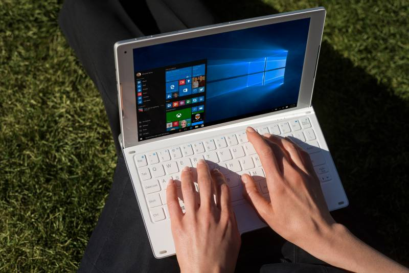 MWC 2016: Alcatel Plus 10, primo 2-in-1 Windows 10 dell'azienda
