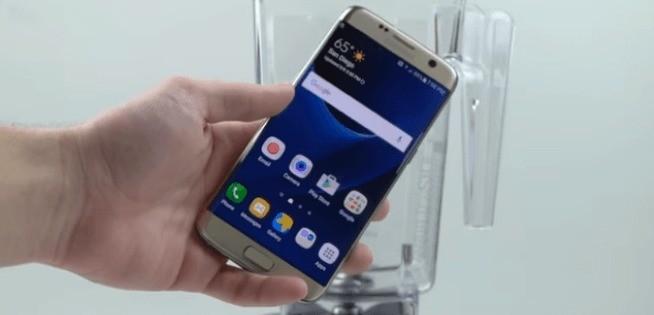 Galaxy S7 Edge: test di resistenza con il frullatore Blendtec