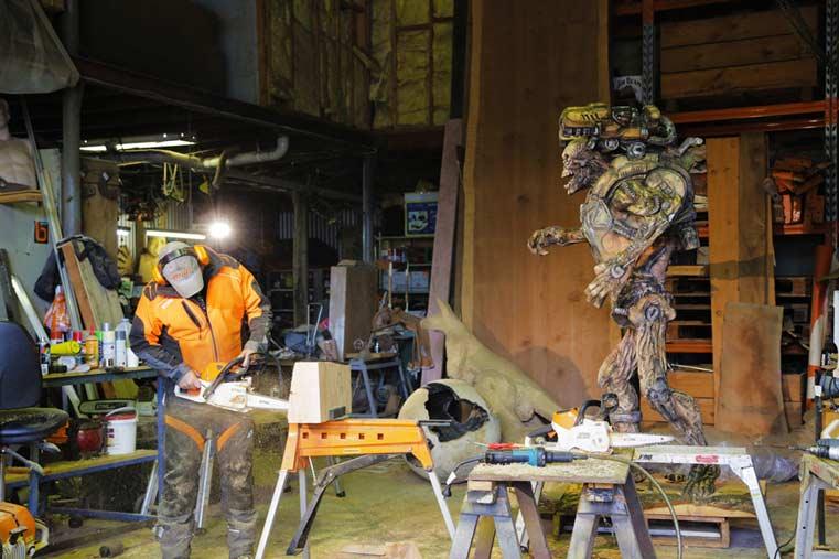 DOOM: scultura realizzata con la motosega in mostra all'ACMI