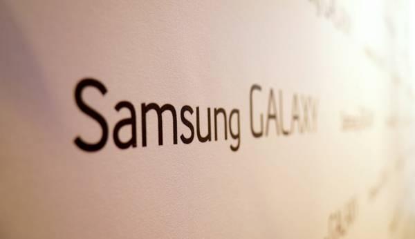 Galaxy S8 con display UHD e doppia fotocamera posteriore?