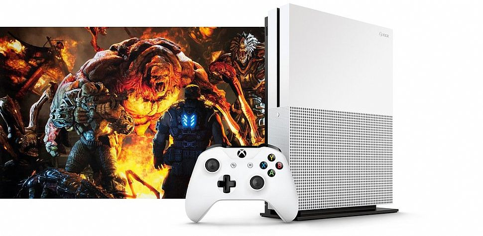 Xbox One Slim svelata da due foto: ecco come sarà!