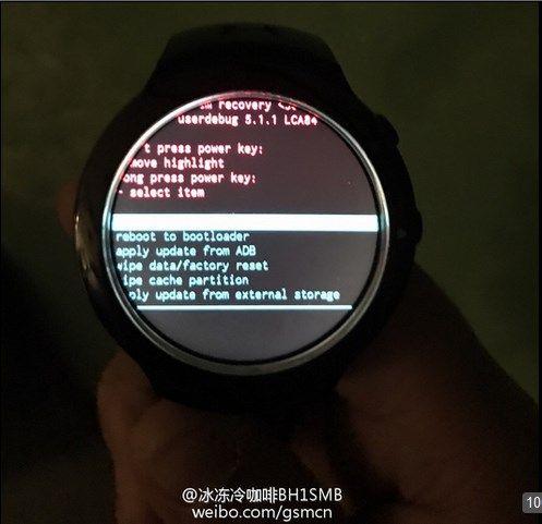 HTC, trapelano le immagini di un nuovo smartwatch Android Wear