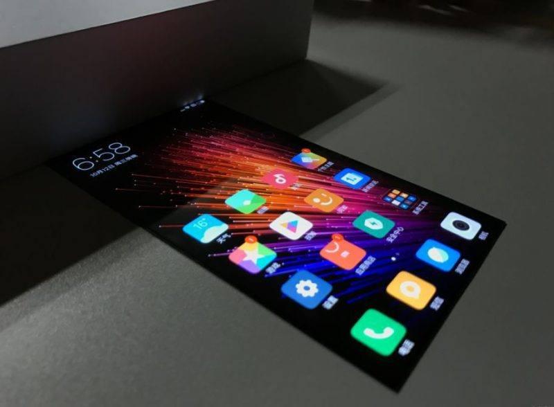 Xiaomi mostra il proprio display flessibile in video
