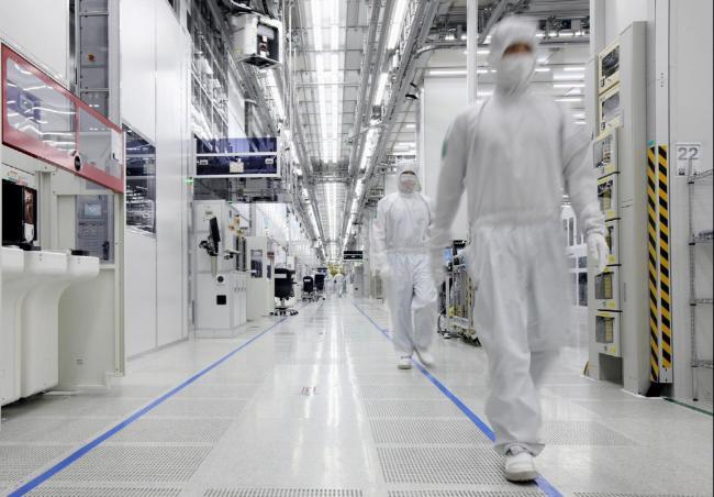 Samsung investe la cifra record di 24 miliardi di dollari per display flessibili e memorie flash