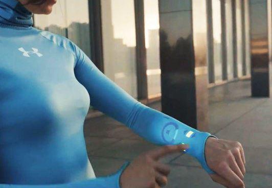 OLED: in futuro indosseremo vestiti interattivi basati su questa tecnologia