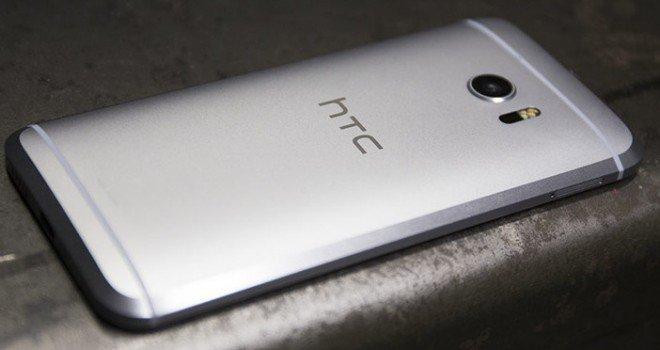 Un bug HTC 10 inserisce banner pubblicitari sulla tastiera di sistema
