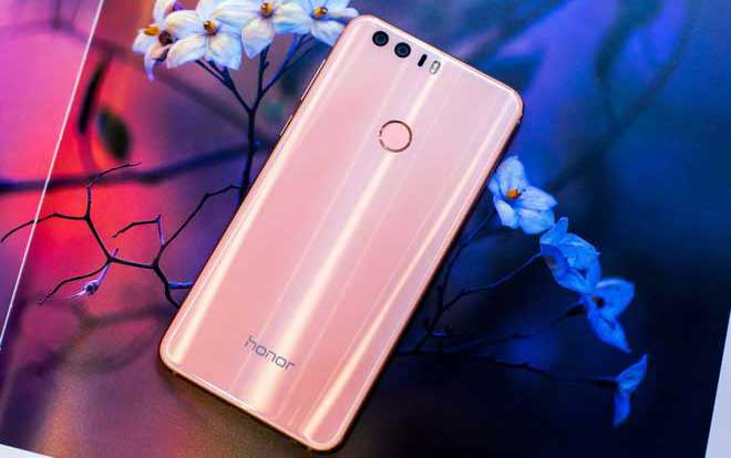 """Honor 8 Premium si veste di rosa, ecco il nuovo """"Sakura Pink"""""""