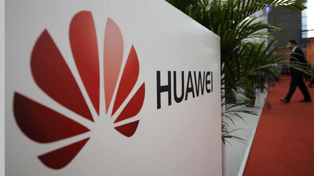Huawei sfida Samsung ed Apple sviluppando il proprio assistente digitale