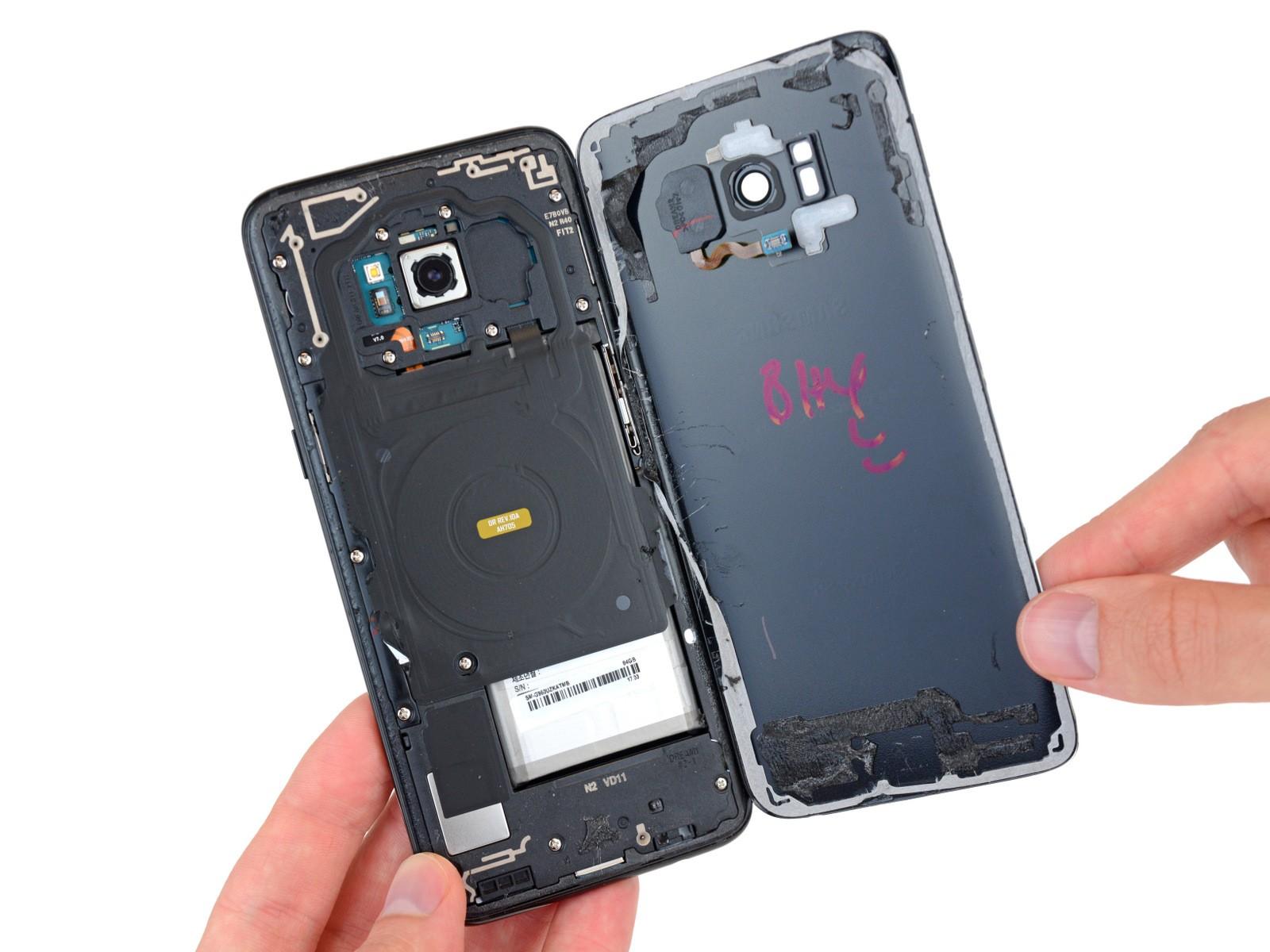 Riparare Galaxy S8 e S8 Plus è facile? Vediamolo insieme nel teardown dettagliato di iFixit