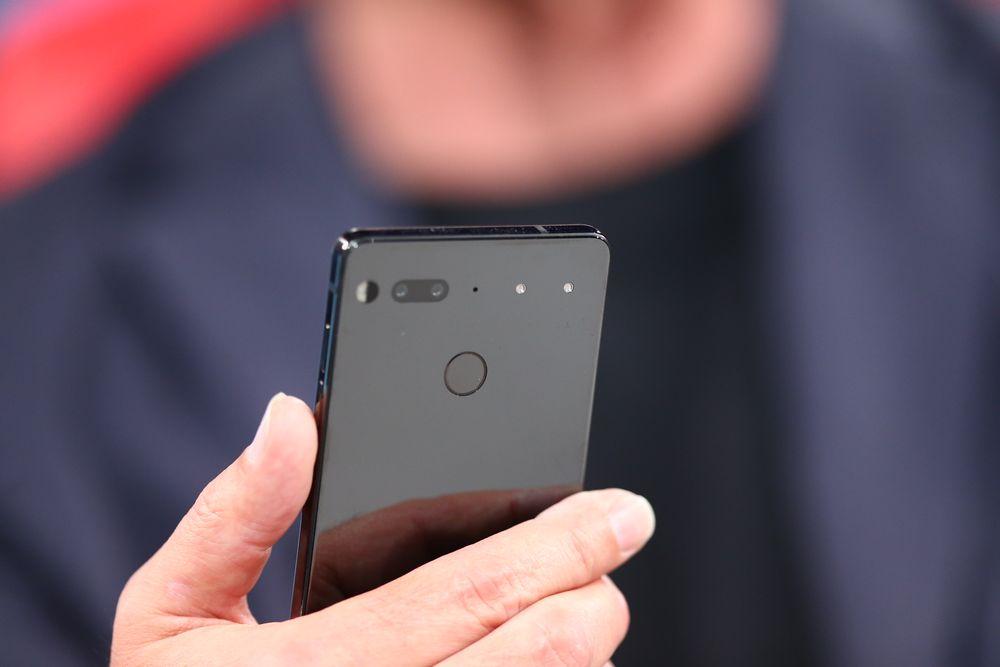 Ecco delle foto reali di Essential Phone di Andy Rubin durante l'utilizzo