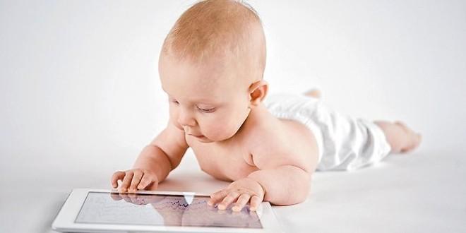 Bimbi dai 6 ai 24 mesi e smartphone o tablet, binomio rischioso