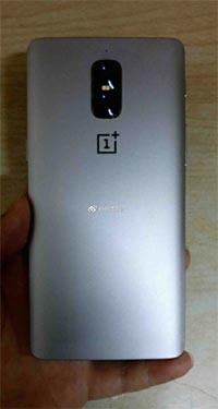 OnePlus 5, immagine mostra doppia fotocamera verticale e assenza di antenne