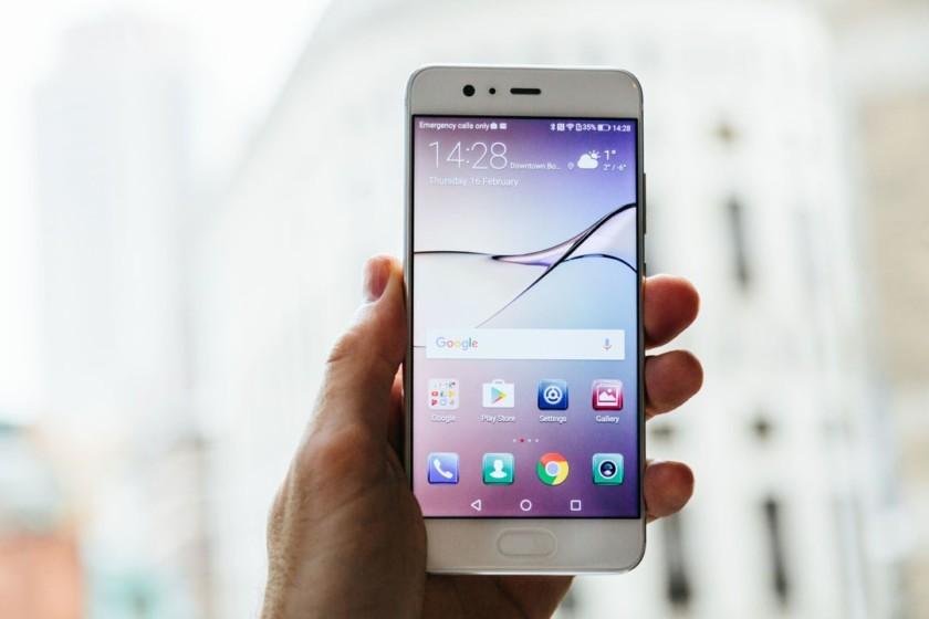 Huawei P10 e P10 Plus, novità in arrivo: ecco il Face Unlock e patch di maggio