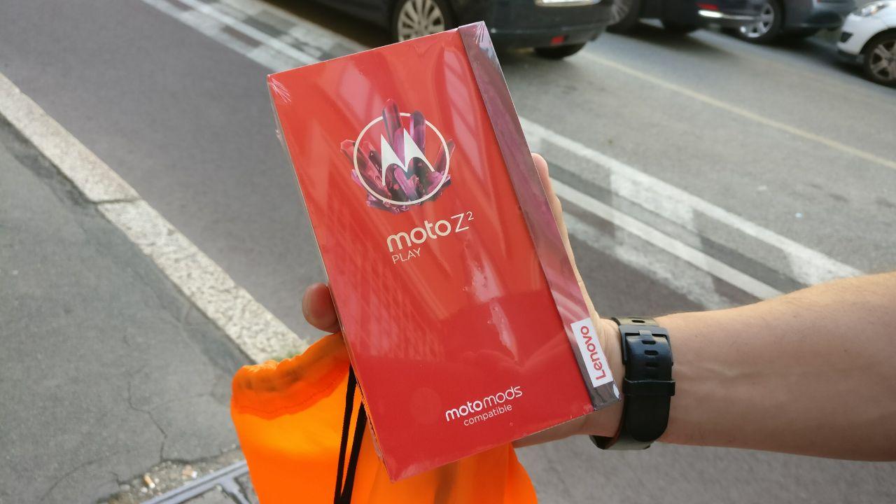 Motorola Moto Z2 Play ufficiale con nuove MotoMods