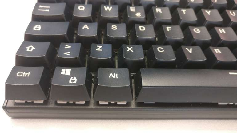 Aukey KM-G8, una buona tastiera meccanica con layout italiano, scoprila nella nostra recensione