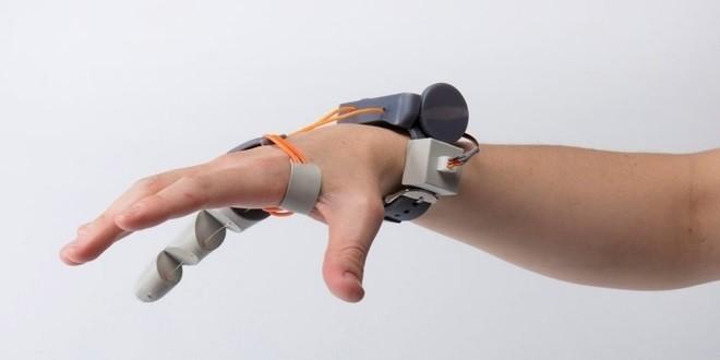 The Third Thumb: una protesi stampata in 3D per avere un pollice in più