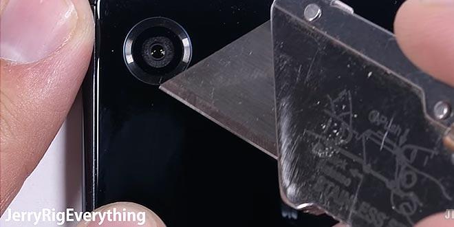 Sony Xperia XZ Premium sottoposto ad un duro test di resistenza