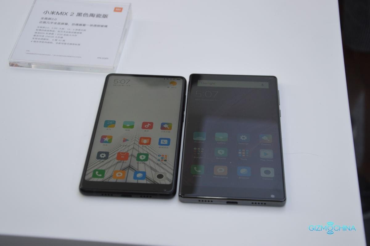 Xiaomi Mi Mix 2 a confronto con Mi Mix in queste immagini: più piccolo è meglio!