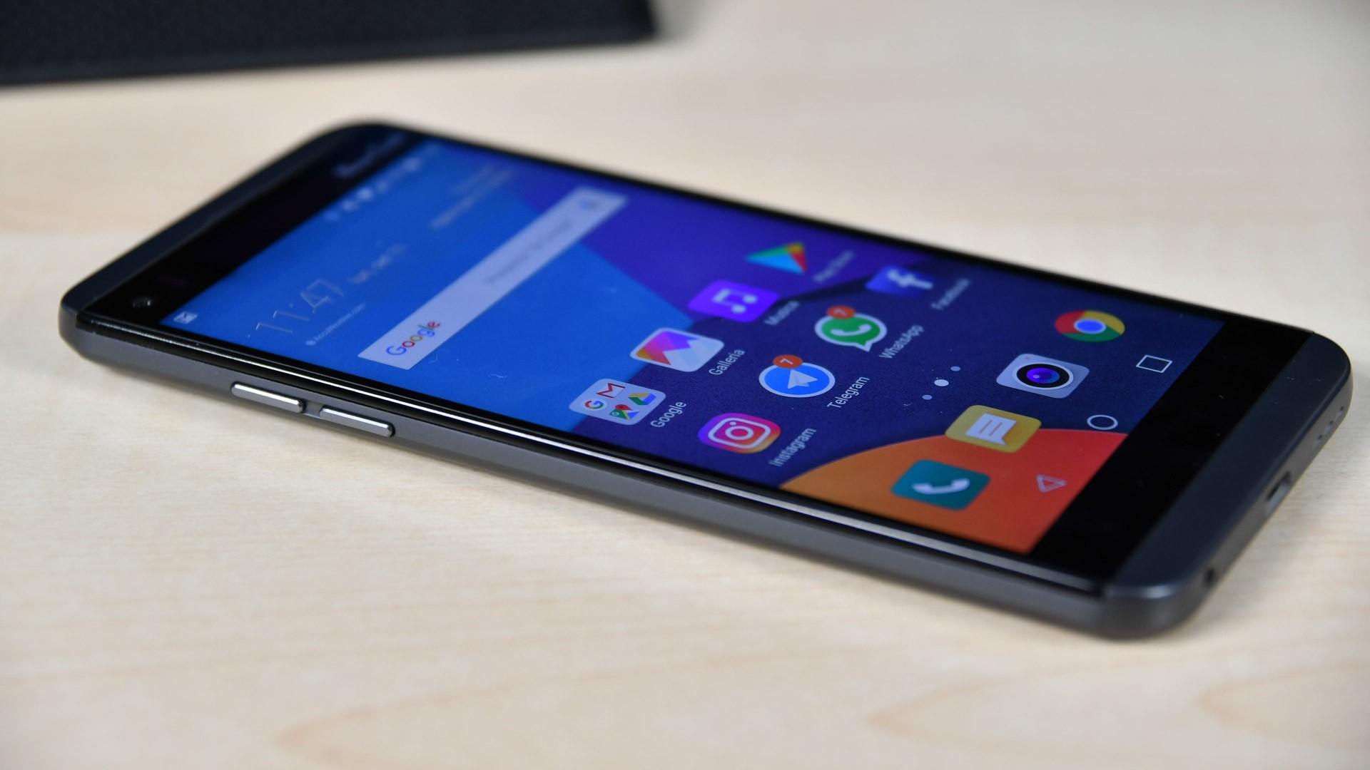 LG Q8 scende di prezzo su Amazon: 399€ per uno Smartphone di tutto rispetto