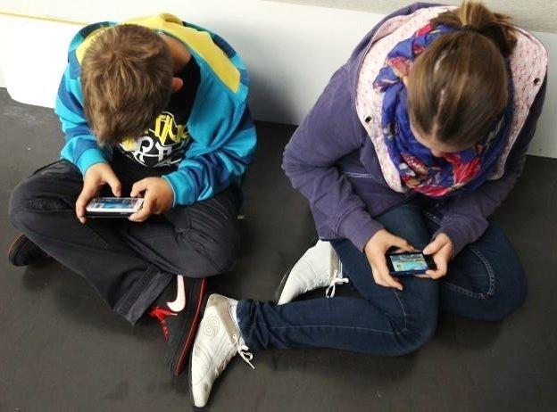 Cellulari e bambini: l'utilizzo massimo consigliato dal pediatra è davvero sorprendente