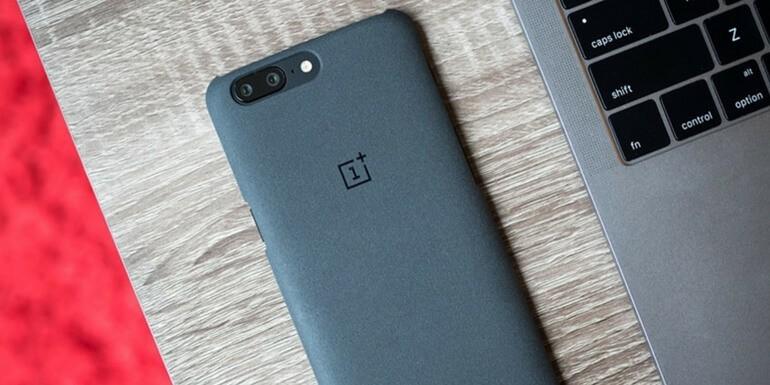OnePlus 5: disponibile l'aggiornamento per la OxygenOS 4.5.11