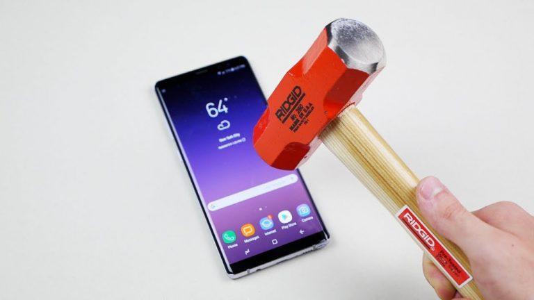 Samsung Galaxy Note 8 resisterà alla pressione esercitata da un martello?