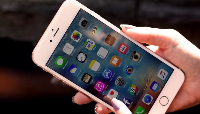Motorola e HTC marciano sugli errori di Apple in merito alle batterie